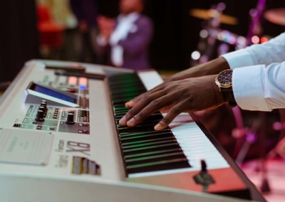 slide-music-36-keyboard-player